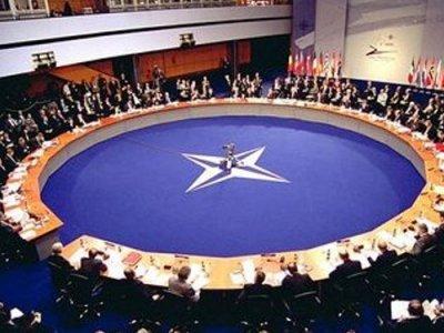 NATO: DIETRO LA FACCIATA, NIENTE