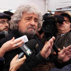 PER PUNTELLARE LA LORO REPUBBLICA I GRANDI MEDIA SOSTENGANO GRILLO